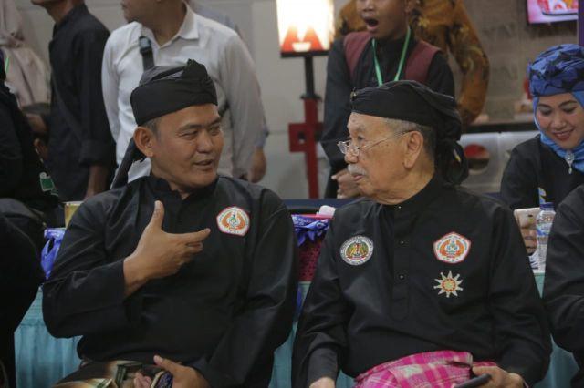 Wakil Bupati Pringsewu Terima Penghargaan Serat Wawangi